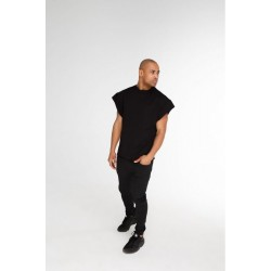 Чёрная футболка без рукавов