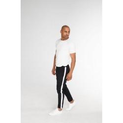 Чёрные брюки с лампасами