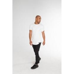 Удлиненная мужская футболка белая