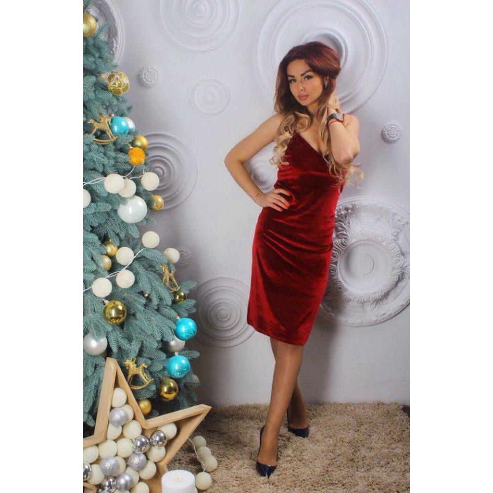 Платья от гуччи красное в черные бархатной