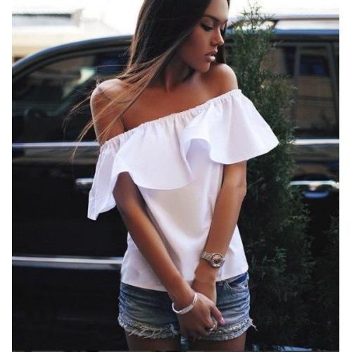 Блуза с воланом по плечам