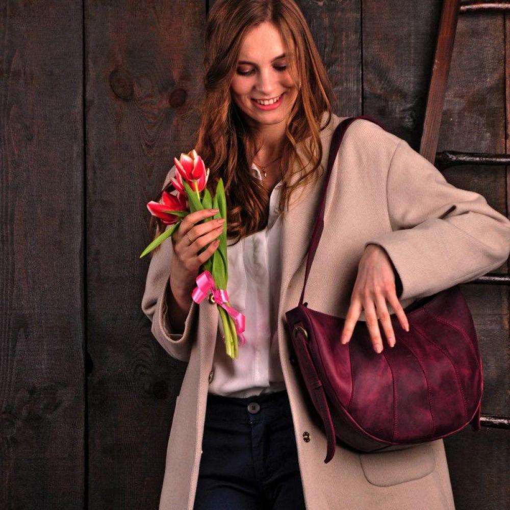 Классическая женская кожаная сумка фото