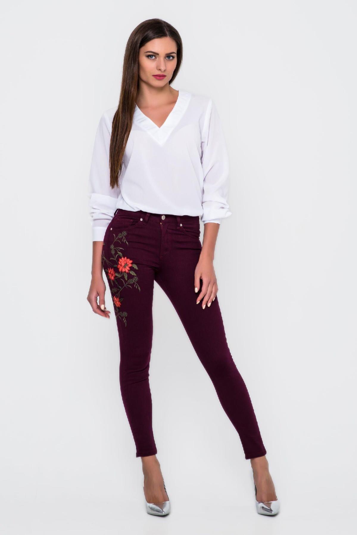 модные женские джинсы с вышивкой